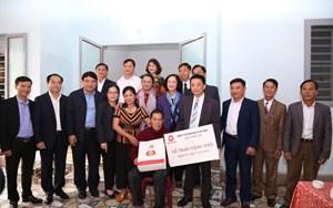 Bà Trương Thị Mai thăm, tặng quà tại Nghệ An