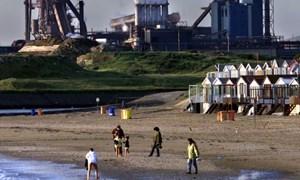 Phát hiện 16 di dân trong xe tải vượt biên vào Anh