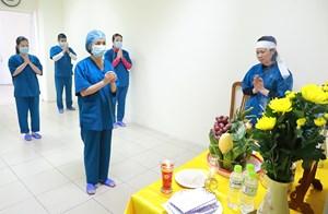 Nghẹn ngào chịu tang cha trong Bệnh viện dã chiến