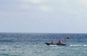 Bình Định: Nhóm học sinh lớp 8 bị sóng biển cuốn trôi, 3 người chết và mất tích