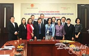 Central Group được nhận Bằng khen do quảng bá hàng Việt