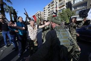 Chặn được 71 trên 103 quả tên lửa, binh sĩ và người dân Syria ra đường ăn mừng