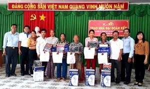 Tri Tôn (An Giang): Trao hàng trăm căn nhà Đại đoàn kết cho các hộ nghèo