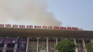 [VIDEO] Cột khói bốc cao từ vụ cháy Cung văn hóa hữu nghị Việt - Xô