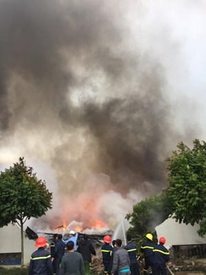 Cháy lớn tại công ty sản xuất bánh kẹo