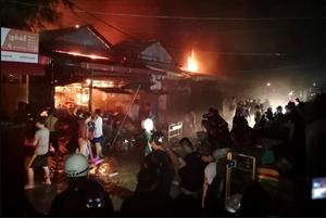 Cháy lớn thiêu rụi chợ tại Campuchia