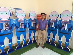 Quảng Ngãi: Chế tạo máy rửa tay tự động 'Dũng sĩ diệt khuẩn'
