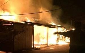 Chợ Thổ Tang phát hỏa, nhiều quầy hàng bị thiêu rụi trong đêm