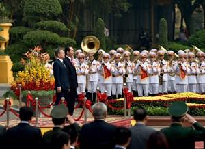 Chủ tịch nước đón, hội đàm với Tổng thống Hàn Quốc
