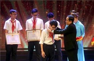 Chủ tịch Trần Thanh Mẫn trao giải cuộc thi sáng tạo thanh, thiếu niên và nhi đồng 2017