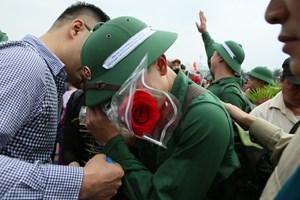 Chùm ảnh: Cảm xúc khó tả tại lễ giao quân
