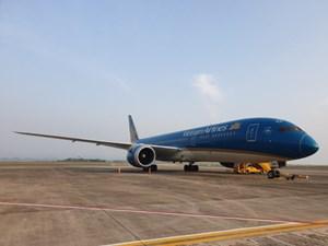 Sân bay Vân Đồn áp dụng quy trình khép kín ngoài nhà ga đón 93 người Việt về từ Anh