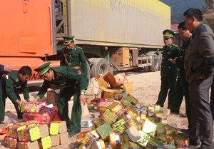 Công an Quảng Bình bắt liền 2 vụ vận chuyển pháo lậu trong 1 ngày