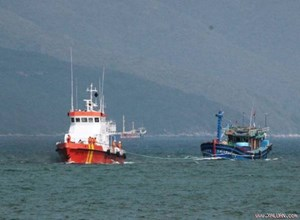 Cứu 5 người gặp nạn, trôi dạt trên biển Bến Tre
