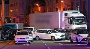 Đức: Xe tải lao vào ôtô đang dừng đỗ khiến nhiều người bị thương