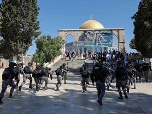 Cảnh sát Israel và người Palestine đụng độ tại đền Al-Aqsa ở Jerusalem