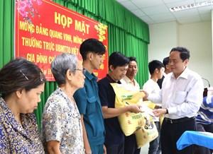 Chủ tịch Trần Thanh Mẫn tặng quà Tết tại phường An Hội (TP Cần Thơ)