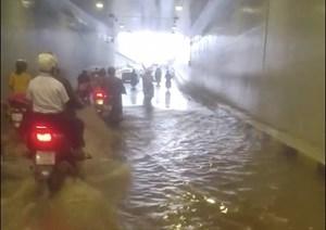 Đà Nẵng: Tái diễn cảnh ngập nước trong hầm chui