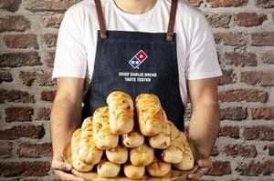 Ngồi ăn bánh mì, đút túi nửa triệu đồng mỗi giờ
