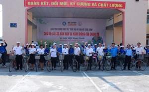 Đạp xe phát động cuộc thi 'Biến đổi khí hậu với cuộc sống'
