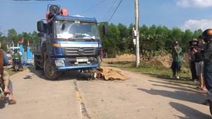 Quảng Nam: Va chạm với xe tải, nam thanh niên đi xe máy tử vong