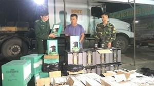 Quảng Trị: Bắt giữ xe đầu kéo vận chuyển hơn 500 chai rượu lậu