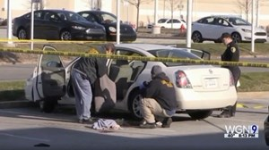 Để súng trong ôtô, mẹ bầu bị con gái 3 tuổibắn trúng
