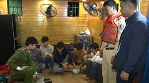Hà Nam: Bắt 6 đối tượng đánh bạc trên sông Đáy