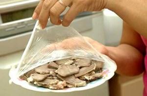 Độc hại khi dùng túi nilong đựng đồ ăn nóng thế nào?