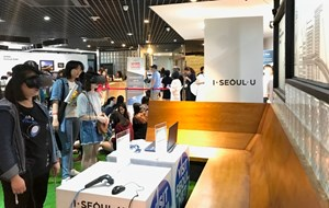 Đông đảo bạn trẻ Việt Nam tham dự chương trình quảng bá du lịch Seoul