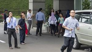 Động đất 6.0 Richter rung chuyển thủ đô Jakarta, Indonesia