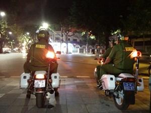 Cảnh sát 'hóa trang' xử lý bãi xe 'chặt chém' và chống đua xe đêm Noel
