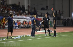 HLV Park Hang-seo bị cấm 4 trận vì chiếc thẻ đỏ ở chung kết SEA Games