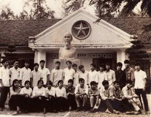 Học sinh trường miền Nam tri ân 'nơi cũ'