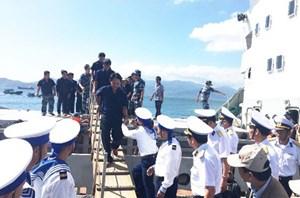 Khánh Hòa: Đưa 33 ngư dân gặp nạn ở vùng biển Trường Sa vào bờ an toàn