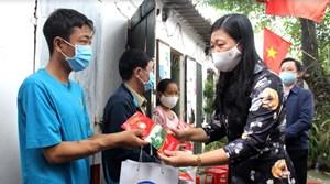 Mặt trận Hà Nội thăm, động viên bệnh nhân, công nhân bị ảnh hưởng bởi dịch Covid-19