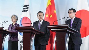Ngoại trưởng Trung-Nhật-Hàn hội đàm tại Bắc Kinh