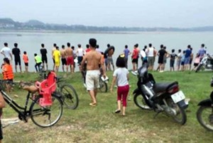 Hà Nội: Ra sông Đà tắm, hai nữ sinh đuối nước thương tâm