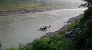 Nepal: Xe buýt lao xuống sông, hơn 20 người thương vong
