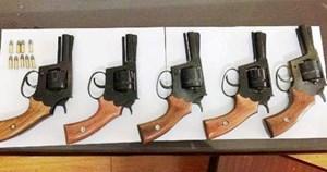 Gã thợ mộc bán súng ngắn tự chế với giá 1,5 triệu đồng