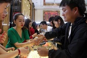 Giá vàng SJC trong nước ít biến động dù thị trường thế giới tăng