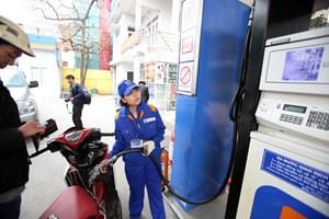 Giá xăng giữ nguyên, tăng sử dụng quỹ bình ổn