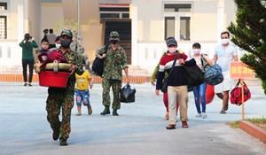Nhiều người dân hoàn thành cách ly góp tiền ủng hộ Trường Quân sự tỉnh Thừa Thiên - Huế
