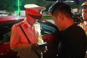 Thừa Thiên – Huế: Phạt 35 triệu đồng tài xế vi phạm nồng độ cồn, gọi điện nhờ 'trợ giúp'