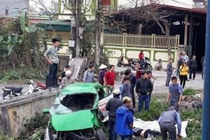 Hà Nam:Bị tàu hỏa đâm, lái xe taxi tử vong tại chỗ