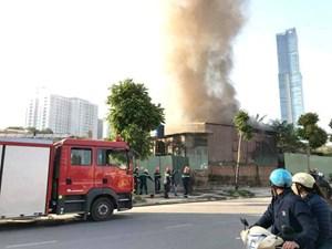 Hà Nội: Cháy nhà tạm, một người tử vong
