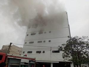 Hà Tĩnh: Đang cháy lớn ở karaoke Kingdom