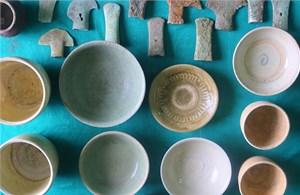 Hà Tĩnh phát hiện chiếc đĩa tráng men ngọc có giá trị đặc biệt