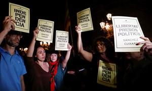 Hai thủ lĩnh phong trào độc lập Catalonia bị bắt giam