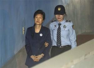 Hàn Quốc gia hạn giam giữ bà Park thêm 6 tháng